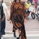 Julianne Moore se promène dans les rues de Cannes