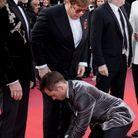 Taron Egerton refait les lacets de Elton John