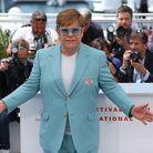 Tout de bleu turquoi vêtu, Elton John