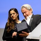 Les larmes d'Alain Delon recevant sa Palme d'honneur des mains de sa fille Anouchka
