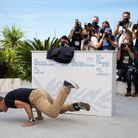 jean Dujardin, acrobate sur la Croisette