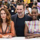 Jean Dujardin entouré de Natacha Lindinger et Fatou N'Diaye