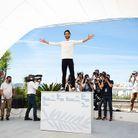 L'acteur est monté sur le décor du photocall