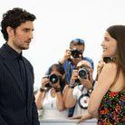 Laetitta Casta et Louis Garrel échangent un regard intense sur la Croisette