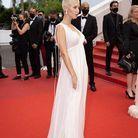 En robe Dior drapée