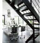 Maison noir et blanc escalier