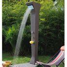 Les douches d'extérieur s'invitent au jardin