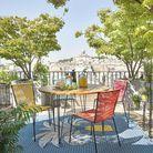 Equiper sa terrasse à petit prix avec des chaises colorées