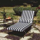 Un bain de soleil chic en noir et blanc