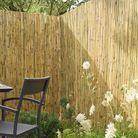 Pare-vue et brise-vent protègent le jardin