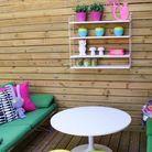 Jardin avec étagères pour un mini balcon