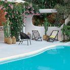 Une terrasse avec piscine qui multiplie les végétaux
