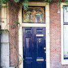 Une porte colorée dans l'esprit flamand