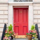 Une porte colorée soignée