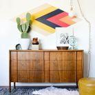Cactus posé sur un meuble vintage