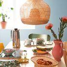 Une table colorée du catalogue Ikea 2021