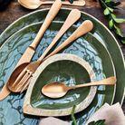 L'idée qu'on pique à la collection Noël Alinéa : utiliser sa vaisselle de tous les jours et la mixer à des couverts dorés