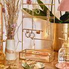 Un présentoir à bijoux