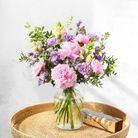 Bouquet de fleurs et macarons