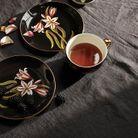 Tasse à thé et assiettes en porcelaine