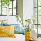 Un salon à la décoration joyeuse pour le printemps