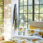 Une chambre au linge de lit fleuri pour le printemps