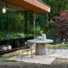 Chaise de jardin en métal perforé