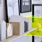 Un cube en plexiglas jaune fluo