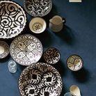 Une vaisselle noire et blanche pour une table ethnique chic