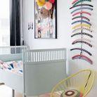Une chambre de bébé multicolore