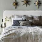 On pense à harmoniser son linge de lit pour créer une chambre cosy