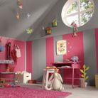 Chambre d'enfant dans les combles repeints