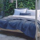 Linge de lit bleu delave hamam