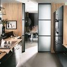 Une cuisine semi-ouverte via une porte coulissante