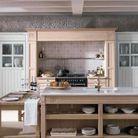 Cuisine vintage agencée avec des meubles rétro