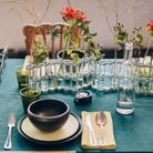 Une nappe en lin pour une déco de table de Saint-Valentin élégante