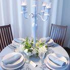 Une décoration de table bleu lavande