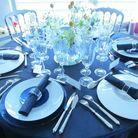 Une décoration de table chic en noir et blanc