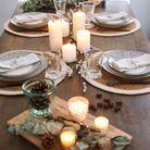 Décoration de table hiver : improvisez une déco de table mobile sur des planches à découper en bois