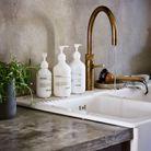 Transvaser le liquide vaisselle et le savon pour les mains dans de beaux contenants