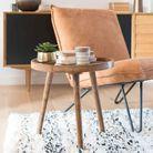 Une petite table basse en bois