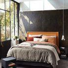 Un lit douillet pour une petite chambre cocooning