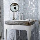 Un lavabo en céramique