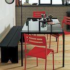 2. Adossez la table au mur