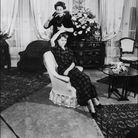 Brigitte Bardot dans son salon à Paris en 1952