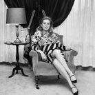 Catherine Deneuve dans son salon en 1965