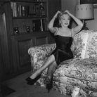 Marilyn Monroe dans son salon en 1956