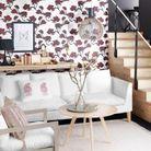 Oser le papier peint dans un petit salon