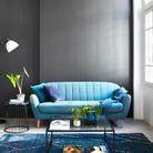 Un petit salon bleu et noir
