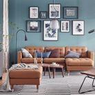 Un salon bleu qui fait la part belle au cuir